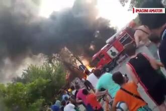 Incendiu violent intr-un cartier din Galati. Pompierii au reusit sa stinga focul inainte sa ajunga la blocuri