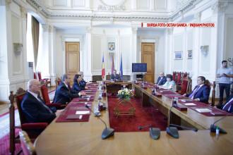 CCR a amanat dezbaterea sesizarii privind parlamentarii care si-au angajat rude la cabinet