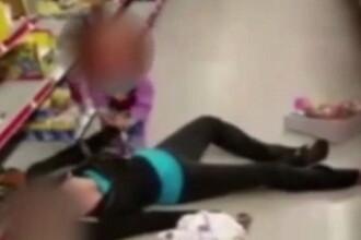 Imaginea sfasietoare care arata batalia Americii cu drogurile. Cum a fost gasita o mama, in magazin, langa fiica ei de 2 ani
