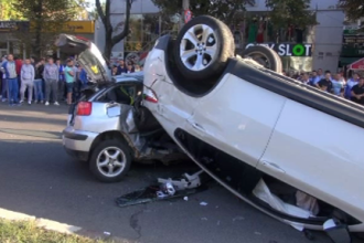 Accident violent in centrul Galatiului. Soferul vinovat a iesit singur din masina, insa apoi s-a prabusit si a murit