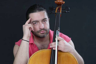 Violoncelistul Adrian Naidin spune ca a sarit pe geam speriat de interventia mascatilor: