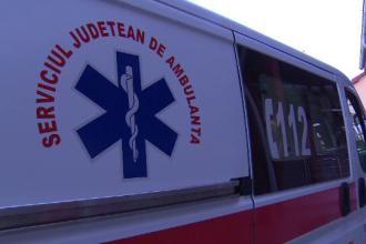 Plan Rosu de interventie dupa un accident cu 9 victime pe DN 7, in Orastie. Un microbuz cu calatori a fost lovit de o masina