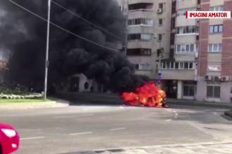 O masina a luat foc in mers, in mijlocul unei intersectii din Bacau. Cei doi pasageri s-au salvat la timp