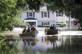Uraganul Harvey a lăsat sute de mii de oameni fără case. Trump donează un milion de dolari
