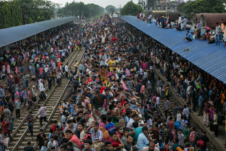 Mii de oameni au călătorit pe trenuri. Scenele surprinse intr-unul dintre cele mai aglomerate orașe din lume