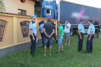 Accident în Dâmbovița: un TIR a intrat într-o casă