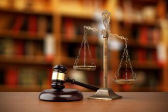 Fostul director IT din Ministerul Justiţiei, condamnat la închisoare. Ar fi luat mită 274.000 €