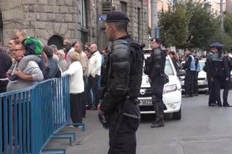 Protest în fața Liceului Romano-Catolic din Târgu Mureș. Scandalul afectează relațiile cu Ungaria