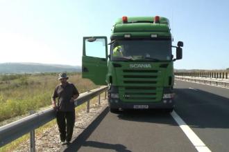 Poliţist în stare gravă după ce a fost spulberat de un TIR pe autostrada Sibiu-Deva