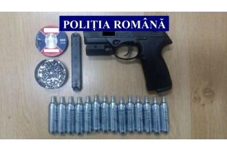 Pistol şi arbalete, găsite la un bărbat din Bihor