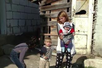 O familie cu 5 copiii, din Cluj, pe drumuri, după ce casa a fost distrusă de furtună