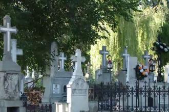 """Tururi istorice printre morminte. Reacția turiștilor: """"Aici e istoria Iaşiului"""""""