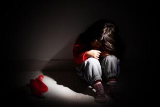 Gestul comis de o mamă după ce l-a găsit pe iubitul ei dezbrăcat peste fiica ei de 12 ani