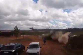 Câțiva jurnaliști ar fi fost răniți din greșeală de rachetele unui elicopter rusesc. VIDEO