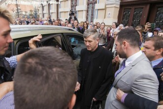 """Cristian Pomohaci, susținut de sute de fani. """"Preotul e alesul lui Dumnezeu"""""""