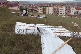 De ce casele din România nu rezistă la furtuni. Constructorii oferă garanţie doar 2-3 ani