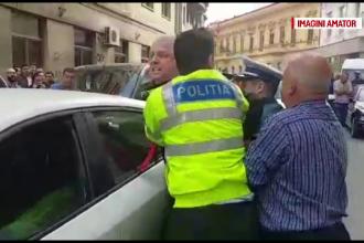 Șofer amenințat cu pistolul, după ce ar fi înjurat mai mulți agenți de la Rutieră
