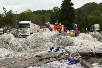 TIR românesc spulberat de tren, în Germania. 170 de salvatori au intervenit
