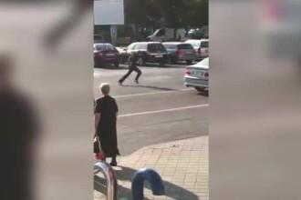 Trecători fugăriți cu cuțitul în Brăila. Și polițiștii au fugit de el