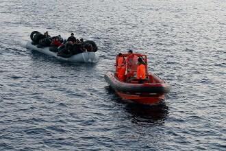 UE condamnă activitatea bărcilor de salvare care preiau refugiații din Marea Mediterană