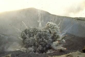 3 preoți au escaladat vulcanul din Bali, care poate erupe în orice moment