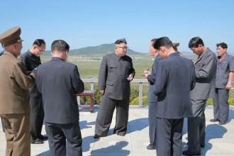 """Presa internațională, uimită și amuzată de pantalonii purtați de Kim Jong-Un. """"Poți trage o rachetă prin ei"""""""