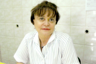 Profesoară din Iași, umilită la Ginecologie. Doctorița scuipa seminţe lângă pacienta cu hemoragie
