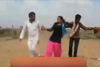 Minoră răpită de doi bărbați după ce tatăl ei a promis-o pentru căsătorie. Scenele filmate în India