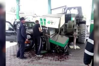 Un utilaj s-a prăbuşit peste o benzinărie şi era să producă o explozie