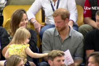 """Reacția prințului Harry după ce o fetiță îi """"fură"""" popcorn"""