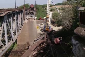 Accident feroviar în Dolj. Locomotiva și vagonul-cisternă nu au fost recuperate