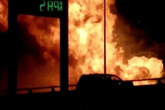 Un camion încărcat cu deodorante a luat foc pe o autostradă din Texas