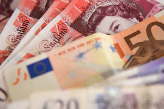 A furat zeci de mii de lire, bani destinați unui copil rămas orfan. Ce a făcut cu prada