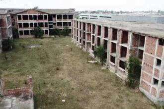 Milioane irosite pe şantierele abandonate ale campusurilor școlare. Între timp, elevii fac naveta