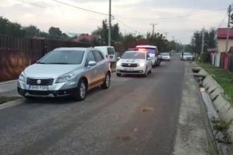 Doi copii, zdrobiți de o dubă în timp ce se jucau în plină stradă. Un minor a murit la spital