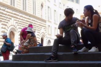 Orașul care interzice mâncatul în locurile publice și obligă turiștii să aleagă restaurantele