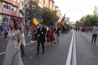 Paradă în Vechea Cetate de Scaun a Ţării Româneşti. Reacția unui turist irlandez