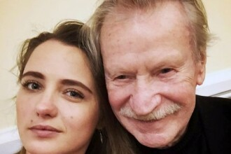 Un celebru actor rus în vârstă de 87 de ani i-a cerut divorțul iubitei cu 60 de ani mai tânără. Motivul invocat