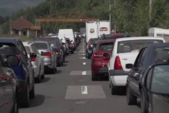 Mii de turiști care și-au dorit să respire aer curat la munte, blocați pe DN1