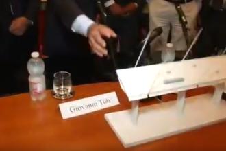 Macheta noului pod din Genova s-a rupt chiar în timpul prezentării. VIDEO