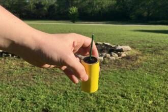 O femeie a aprins un baton de dinamită, crezând că e lumânare. În ce stare e