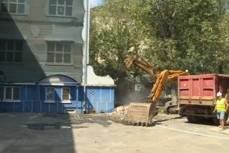În prima zi de şcoală, autorităţile demolează o şcoală din Bucureşti