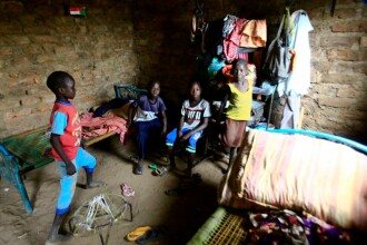 85 de copii obligați să transporte substanțe chimice periculoase, salvați în Sudan