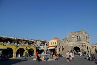 Atenţionare de călătorie transmisă de MAE: Risc de incendii pe insula Rhodos