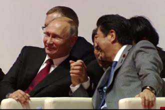 Vladimir Putin și Shinzo Abe au privit împreună o competiție de judo