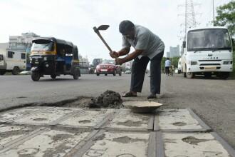 A reparat 600 de gropi în asfalt în memoria fiului său, mort într-un accident rutier