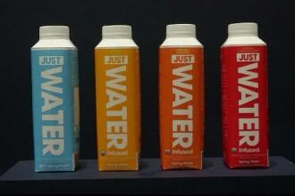 O firmă deținută de Will Smith a creat un recipient de apă complet biodegradabil, inclusiv capacul