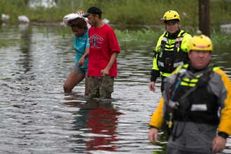 Stare de dezastru natural în Carolina de Nord. Apa depășește 1 metru. VIDEO