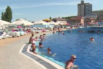 """Vremea bună a adunat zeci de turiști la Băile Felix. """"Ne bucurăm că e căldura pe gratis"""""""