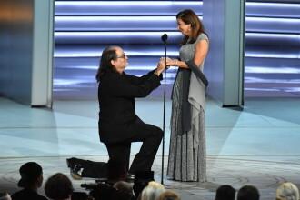 Un regizor și-a cerut în căsătorie iubita pe scena Primetime Emmy 2018. Răspunsul primit. VIDEO